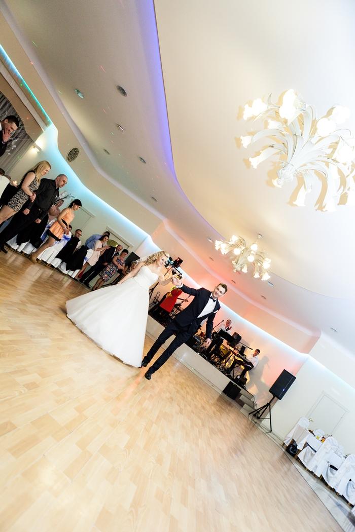 pierwszy taniec, ślub, państwo młodzi, taniec