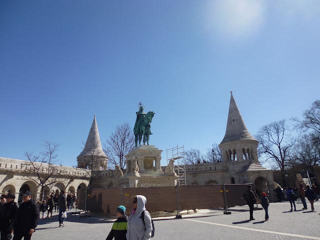 Estatua de bronce de Esteban I de Hungría en la Colina de Buda (Budapest) (@mibaulviajero)