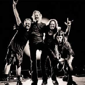 Foto de la banda Metallica posando para fans