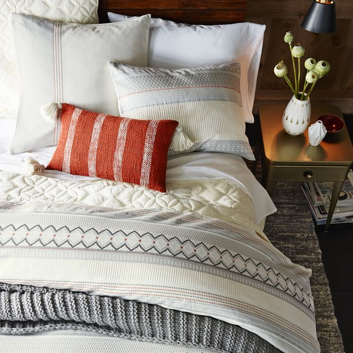 Your Organic Bedroom: How To Give Your Bedroom A TEN Minute Makeover
