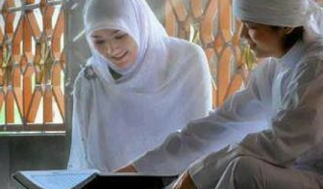 Menikah itu Bukan Cuma Merubah Status Singlemu, Tapi Carilah Imam yang Membimbingmu Lebih Sholehah