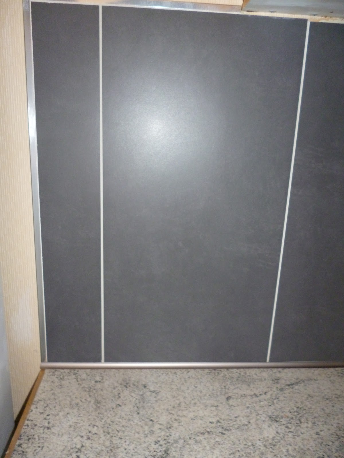 credence de cuisine 30x60 anthracite avec t cove titane julienbugnetcarrelage. Black Bedroom Furniture Sets. Home Design Ideas