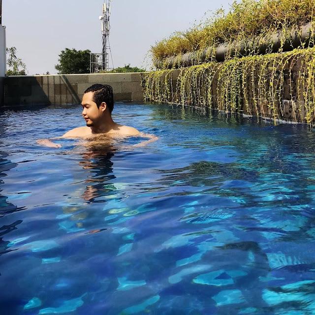 kolam renang reddorz taman lebak bulus