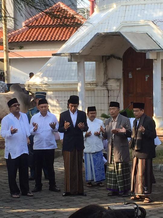 Presiden Joko Widodo melaksanakan Solat Idul Adha berjamaah di Masjid Agung Ats-Tsauroh Kota Serang