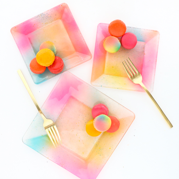 DIY Gradient ombre plates for everyday use - food safe way to paint a plate - party plates - unicorn plates - bando, target style, oh joy, themed plates