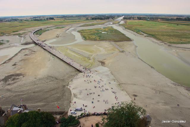 Las vistas de la bahía con marea baja
