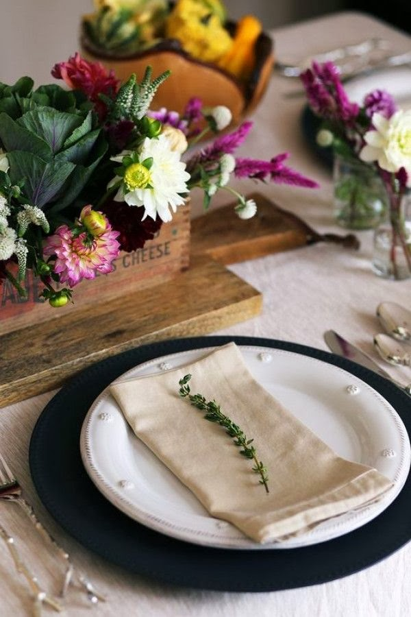 15 Gorgeous Thanksgiving Tablescape Ideas - via BirdsParty.com