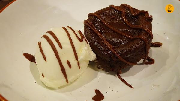 Coulant de chocolate con helado de mascarpone El Toque