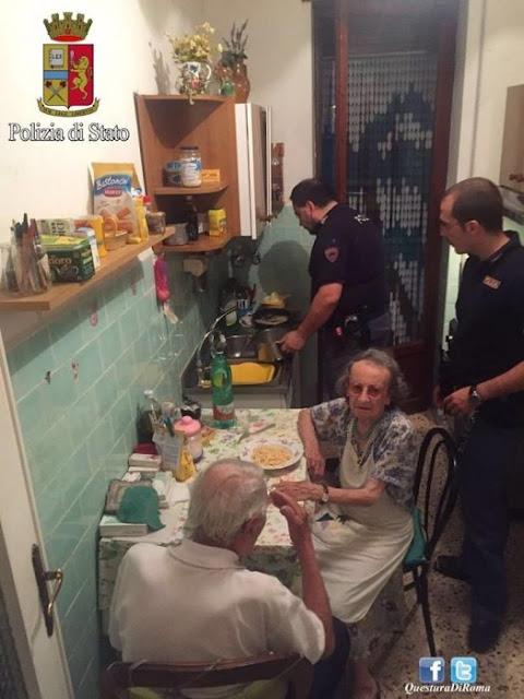 Policía hizo de comer pasta a una pareja de ancianos