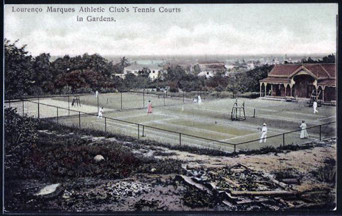 926562dfd78 Clube de ténis com a sede social antiga à direita para oeste