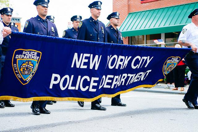 NYPD_mašíruje_v_průvodu