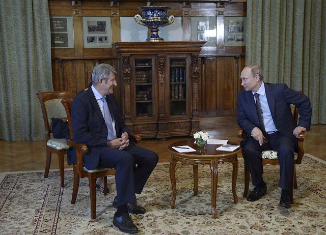 Putin recebeu ao respeitável empresário tradicionalista francês Philippe de Villiers e lhe acenou imensos negócios até agora não concretizados.
