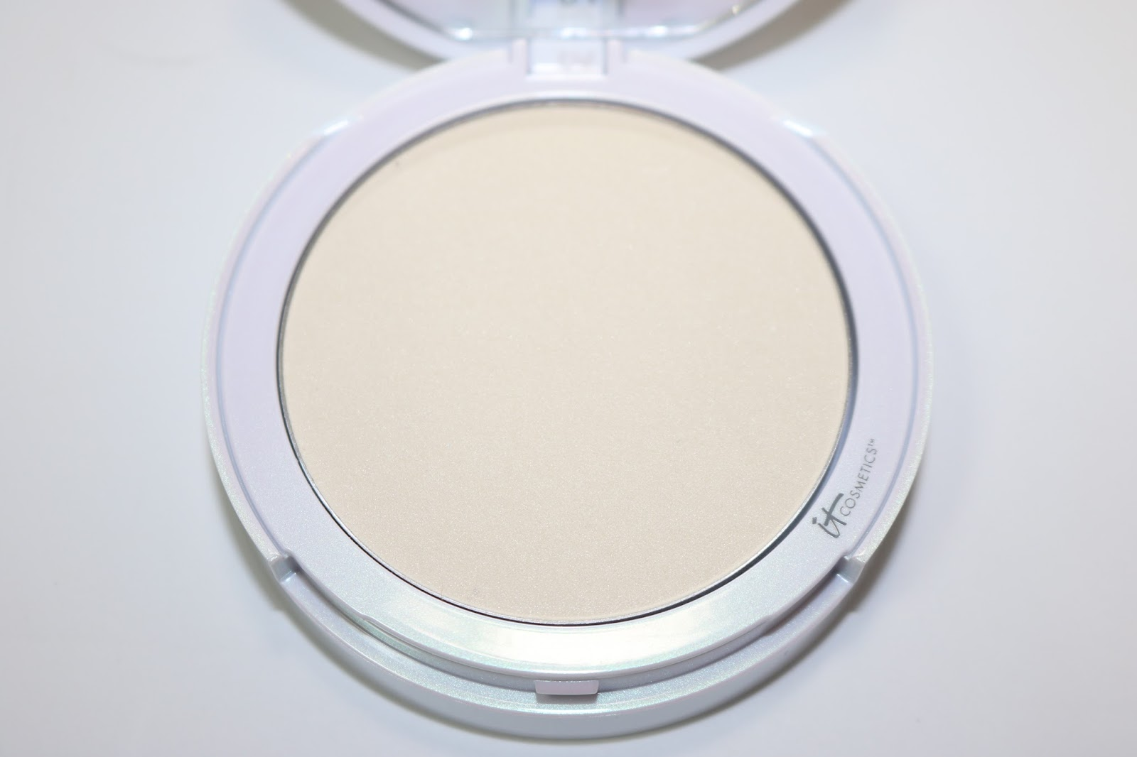 IT Cosmetics Bye Bye Pores Illumination Poreless Finish Pressed Powder