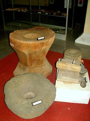 Museum Cakraningrat Lumpang Batu dan Lumpang Kayu serta Pepes