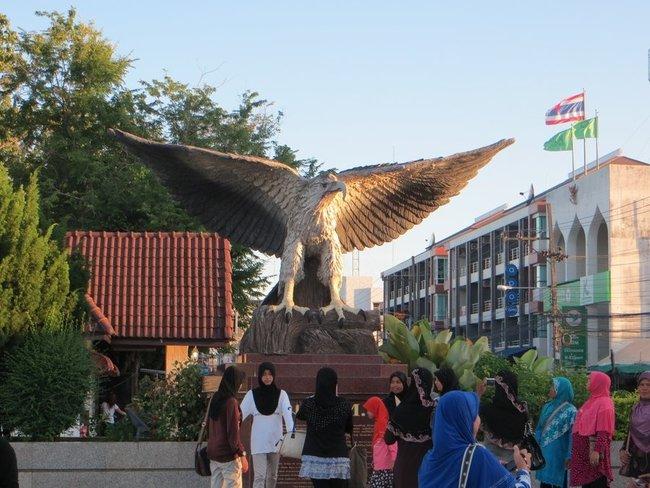 Статуя орла в Краби