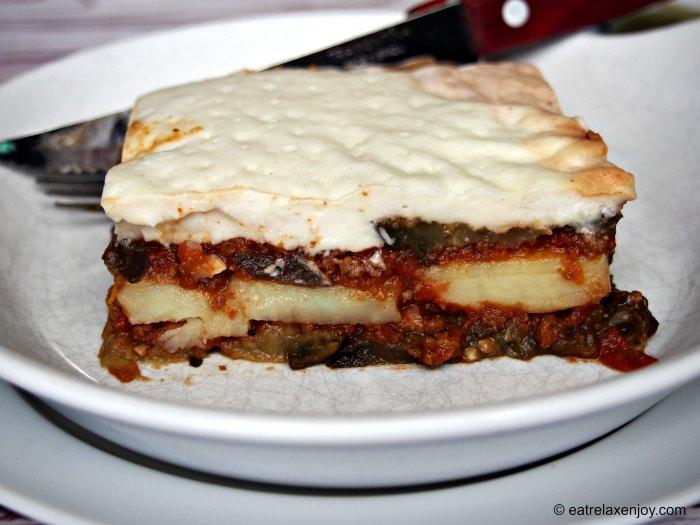 מוסקה יוונית – מאפה בשר וחצילים