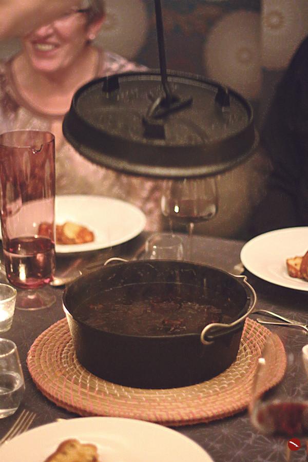 Glühwein-Ochsenbacken, butterzart geschmort, mit in französischer Salzbutter gebratenem Gugelhupf nach Johannes King, gebackene Romanaherzen #fleisch #schmoren #rindfleisch #ochsenbacken #ochsenbäckchen #geschmort #mit_Portwein #Beilagen #Gugelhupf_gebraten #ofen #dutch_oven #petromax #feuertopf #gusseisen #tips #foodstyling #foodblogger #rezepte #plating #foodphotography #kochen #einfach #gäste #supperclub #menü #muttertag #weihnachten | Arthurs Tochter kocht. Blog für Food, Wine, Travel & Love