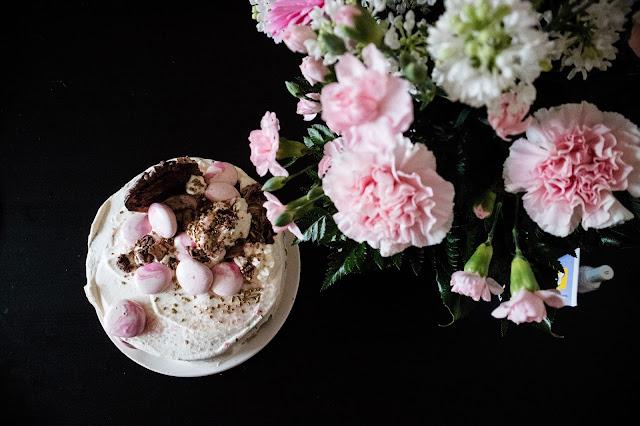 ristiäiset, kukat, kakku, tyttö vauva, Baby B, nimiäiset