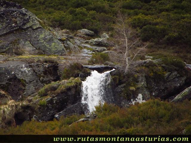 Cascada de agua en Peña Trevinca