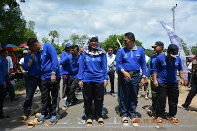 Bupati Chusnunia Ikut Lomba Bakiak Pada Peringatan Hari Kesehatan Nasional ke-53