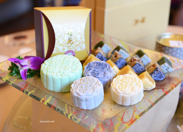 Snow Skin and mini Snow Skin mooncakes from Zuan Yuan Chinese Restaurant, One World Hotel