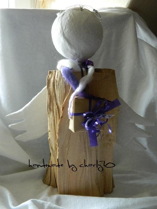 charlys basteleckchen engel aus holzscheit. Black Bedroom Furniture Sets. Home Design Ideas