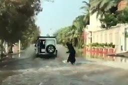 Saat Jeddah Banjir Ada Wanita Berselancar, Siapa Dia?