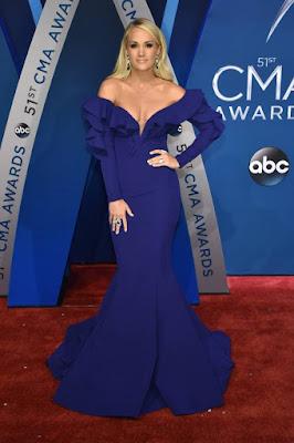 Carrie Underwood en la robe de gala sirène longue bleu avec manche longue