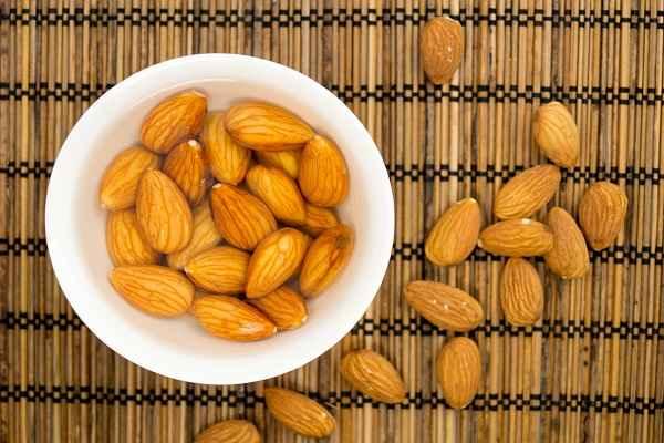 Soaked Badam Health Benefits, भीगे बादाम खाने से एक नहीं कई फायदे: पढ़ें