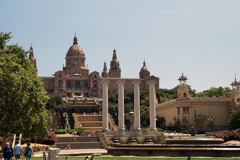 Barcelona im Sommer: Font Màgica, Ionische Säulen, Museu Nacional d'Art de Catalunya, Montjiuc