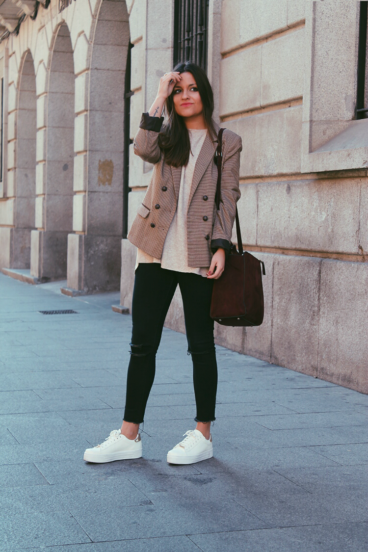 americana-cuadros-primark-zapatillas-outfit-blog-de-moda-little-black-coconut