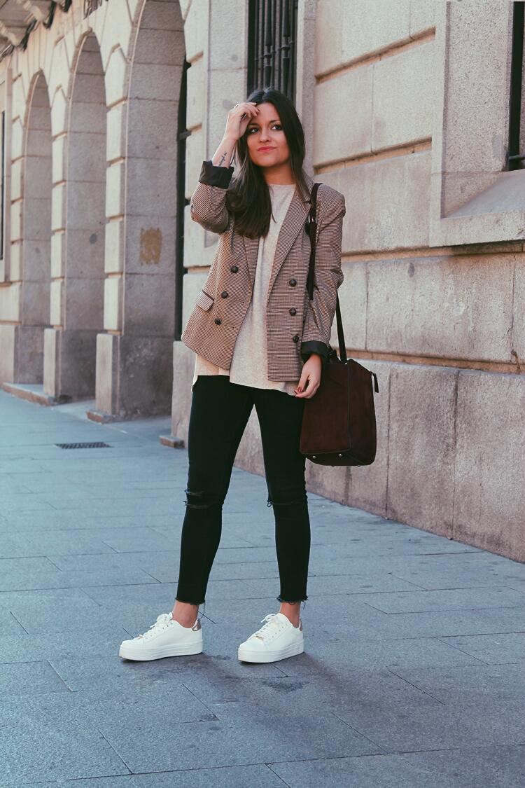 americana-cuadros-primark-zapatillas-outfit-blog-de-moda-little-black-coconut