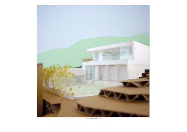 相模湾を望む白い大広間の家 外観 接道より