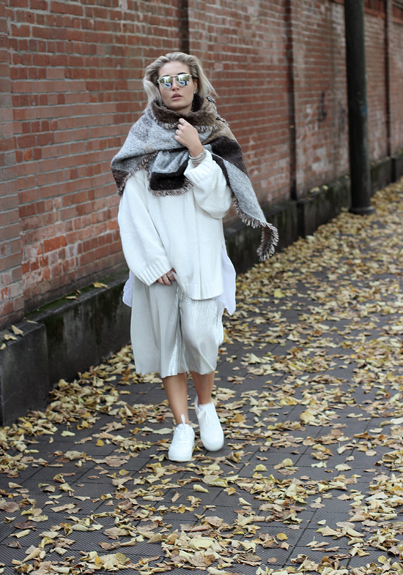 OOTD-Outfit-Style-Trend-Modeblog-Fashionblog-Mode-Fashion-Munich-Muenchen-Lifestyleblog-Beautyblog-Lauralamode-Deutschland-Inspiration-Sassyclassy-Culottes-Nike-Sneakers-Burner