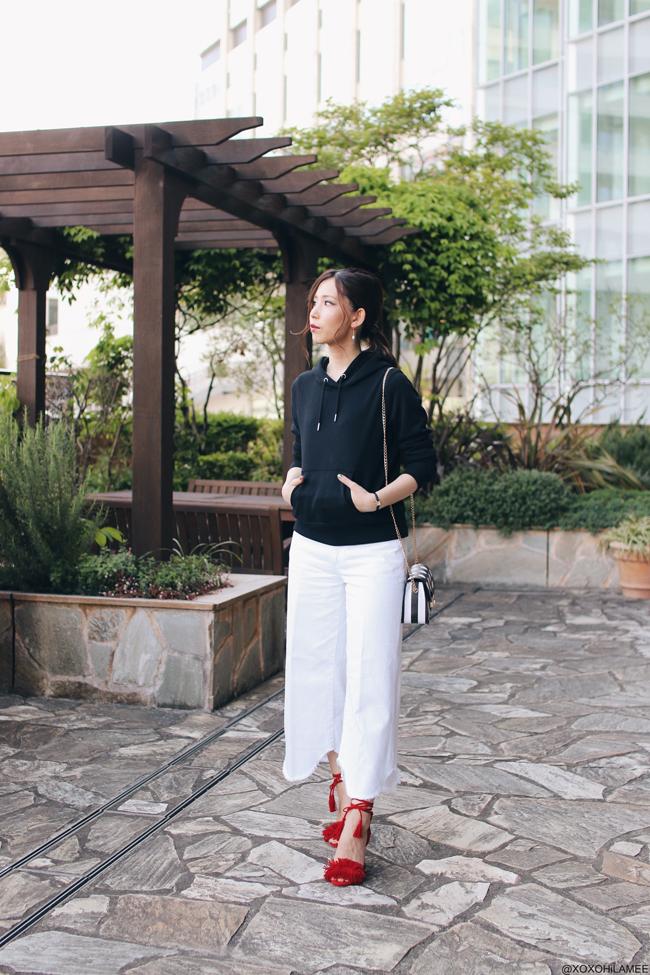 日本人ファッションブロガー,MizuhoK,20170505,今日のコーデ,GU-ブラックフーディー、フード付きパーカー,ZARA-ホワイトデニムキュロットパンツ,Rakuten-レッド フリンジ ストラップサンダル,Rosegal-ストライプとポルカドットのショルダーバッグ,3coins-3色イヤリング,大人カジュアルスタイル