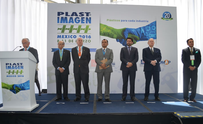 José Navarro Meneses, director General de EJKrause, agradeció a las asociaciones del plástico de Sudamérica por su participación en este evento. (Foto: VI)