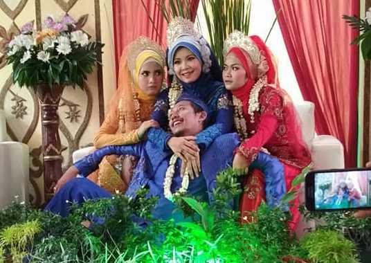 Viral! Foto Pernikahan Pria dengan Tiga Wanita Cantik di Pelaminan