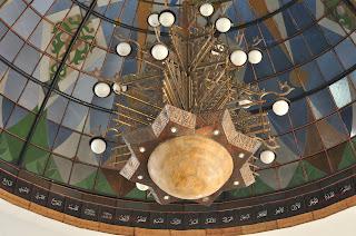 Lampu gantung bangunan kedua masjid agung palembang