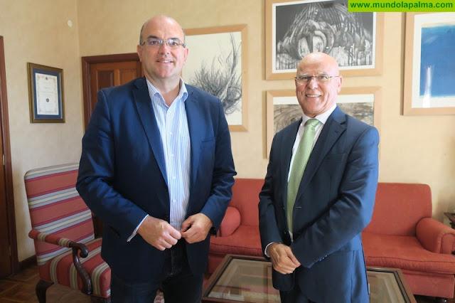 Anselmo Pestana recibe la primera visita oficial del nuevo Diputado del Común, Rafael Yanes