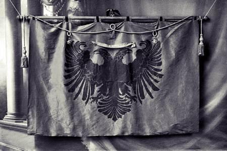 flamuri i ngritun ne deciq 1911