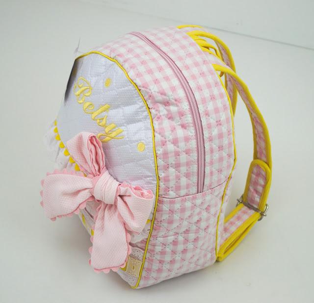 Mochila con nombre rosa amarillo
