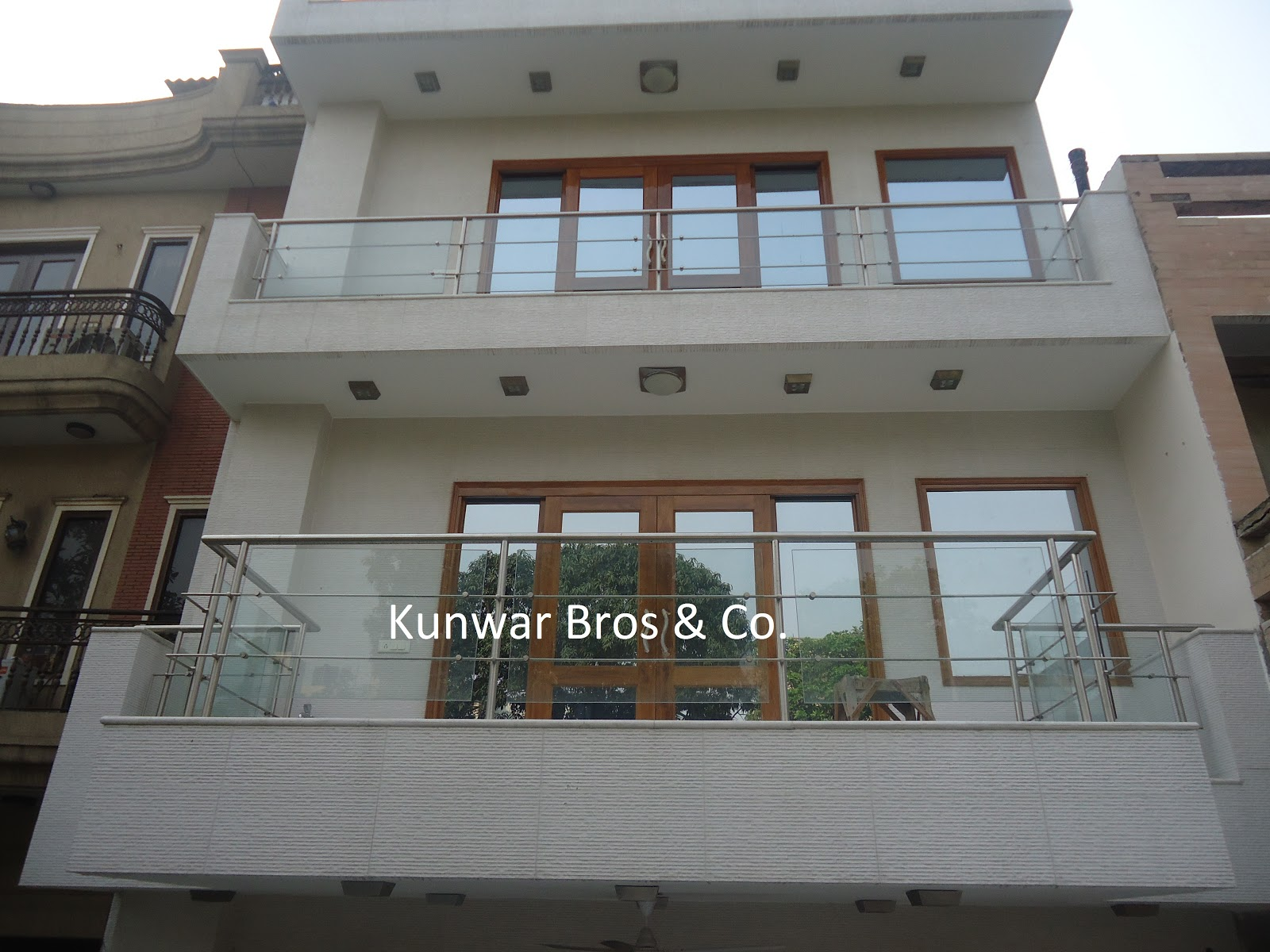 Kunwar bros co ss railing staircase railing handrail for Glass balcony railing