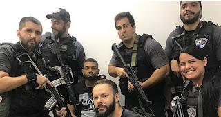 Após prisão, policiais tiram 'selfies' sorrindo com Rogério 157