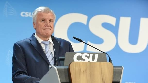 Хорст Зееховер настроен уйти в отставку с поста главы МВД Германии - DW