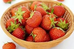 Manfaat Mengkonsumsi Buah Strawberry Secara Teratur Setiap Hari