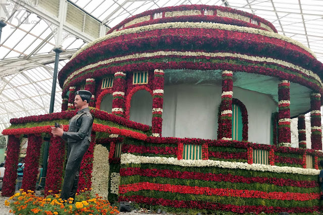 floral replica of Parliament house of India