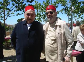 Contijoch (de oscuro) con el autor en una reunión campestre de Veteranos celebrada en Lérida en el año 2013 (foto del archivo personal de M. Jorques)