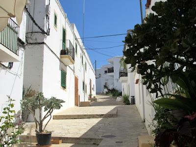 Calles  blancas de Sant Joan de Labritja. Calles blancas de Ibiza