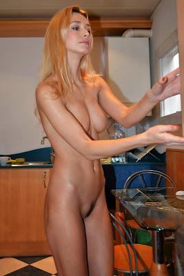 интимные фото молодой домохозяйки