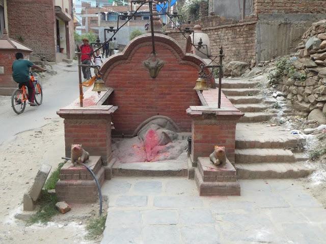scorcio di Kathmandu lungo la strada per il tempio delle scimmie